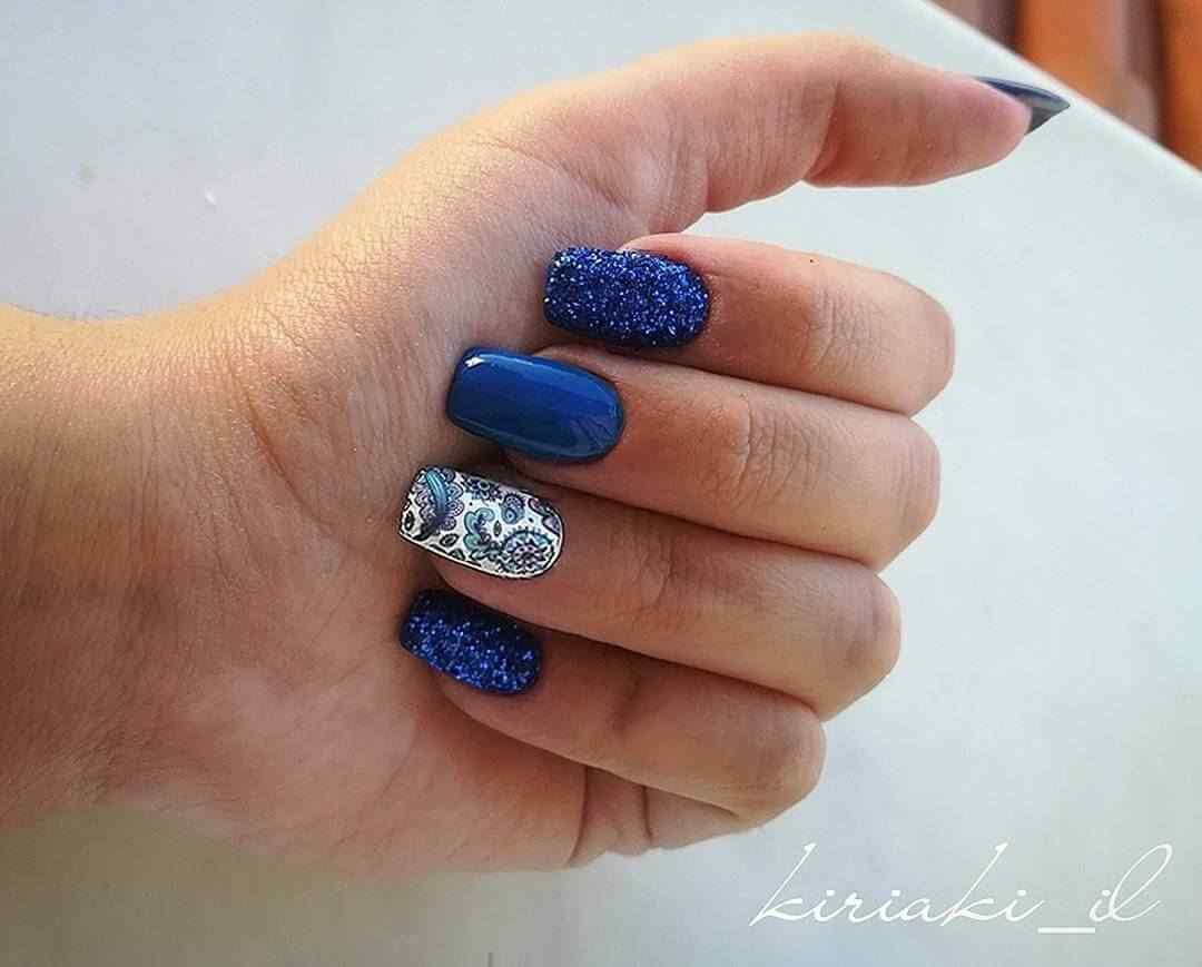 uñas azules decoradas