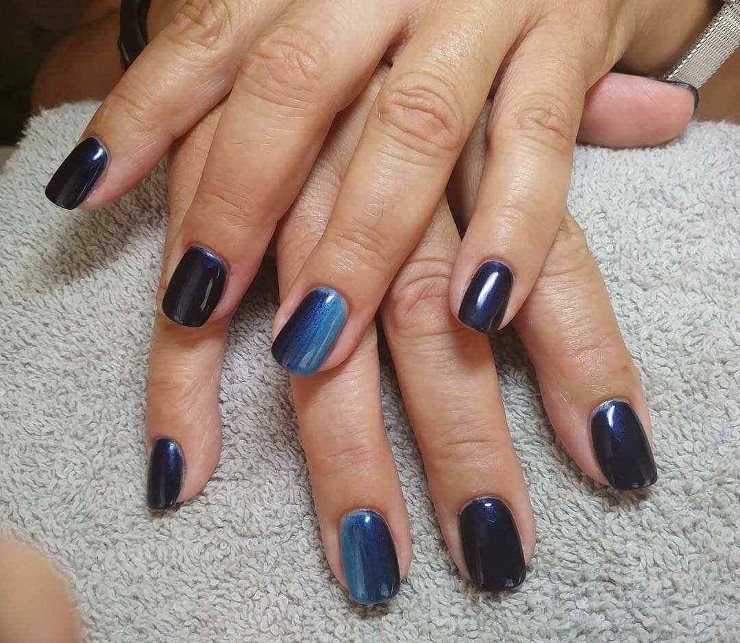 uñas azules degradadas