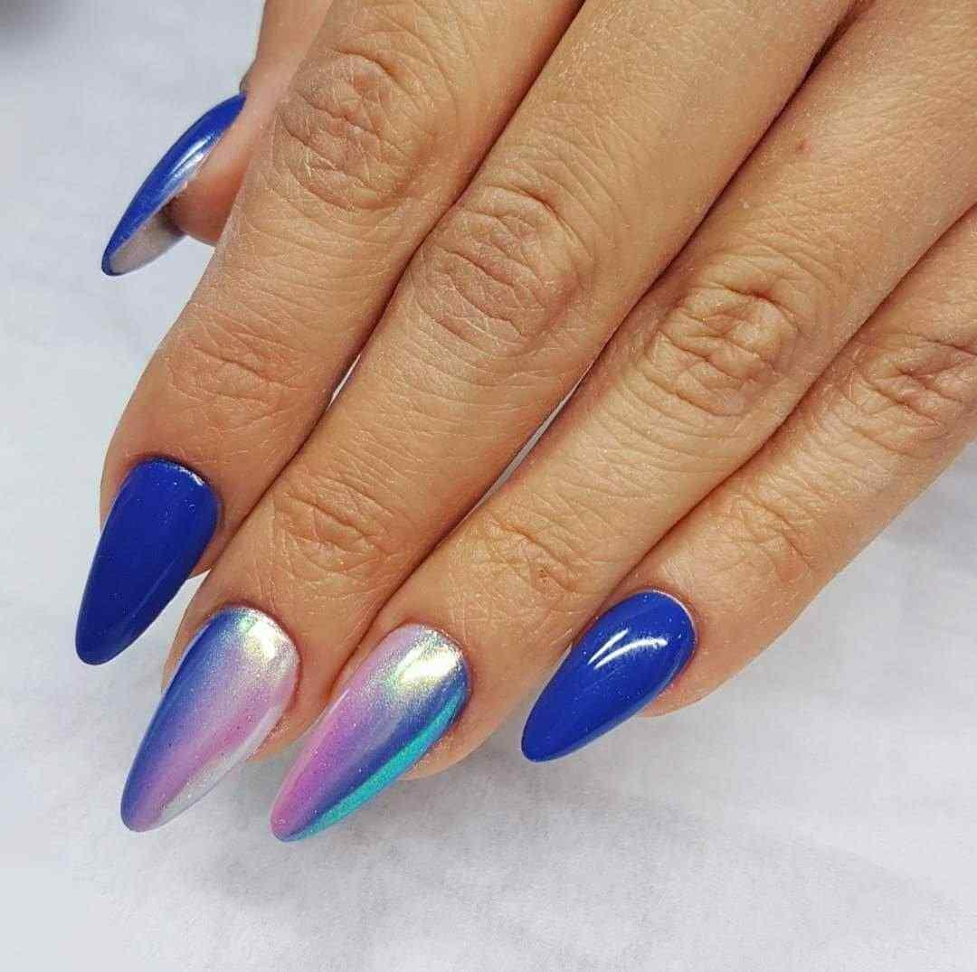 uñas azules efecto holografico
