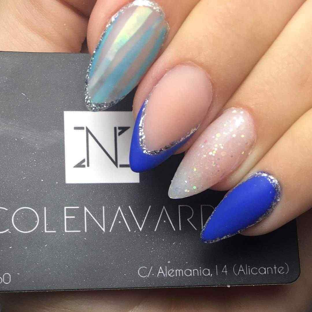 uñas azules elegantes