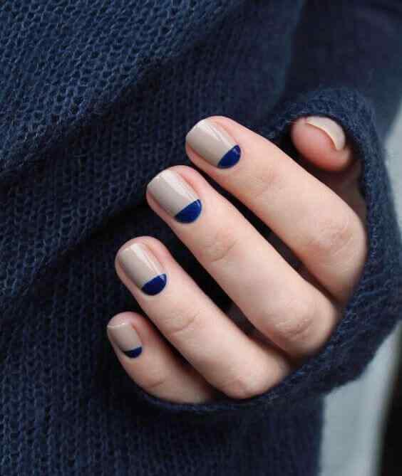 uñas azules en medialuna