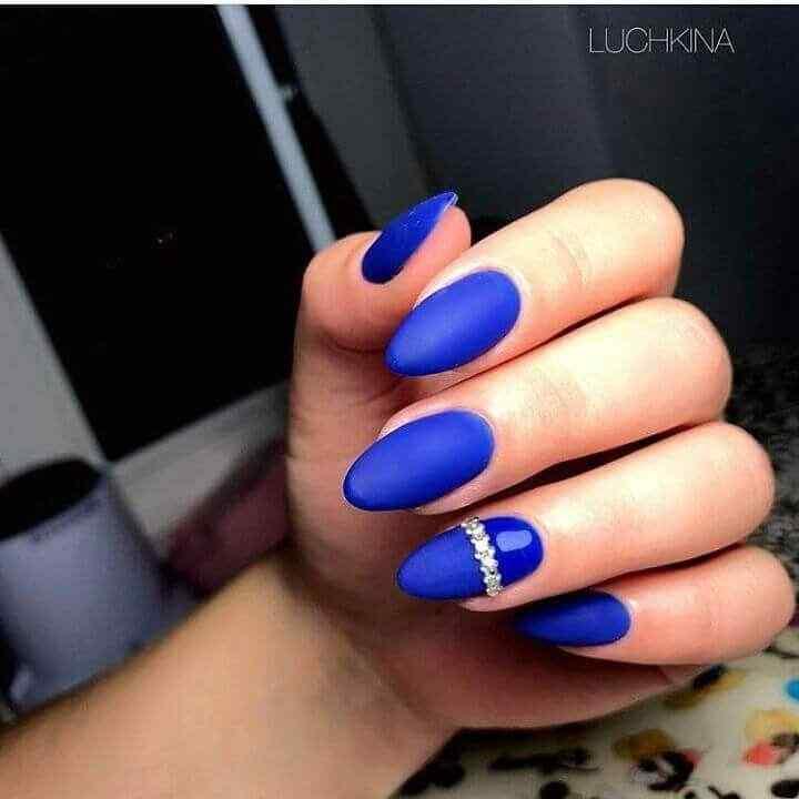 uñas azules mate