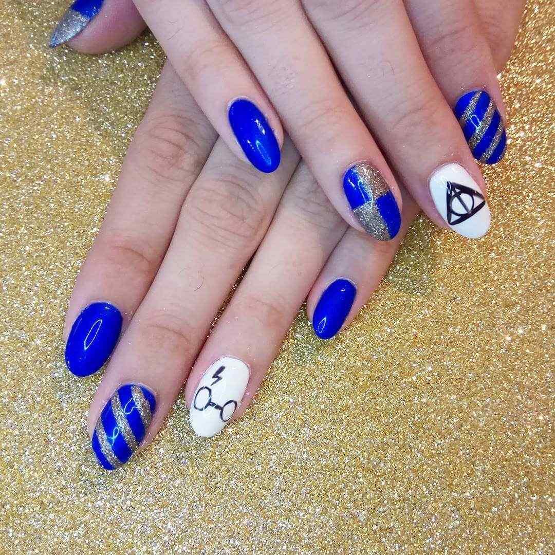 uñas azules para jovencitas
