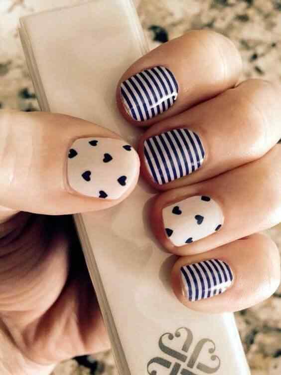 uñas azules sencillas