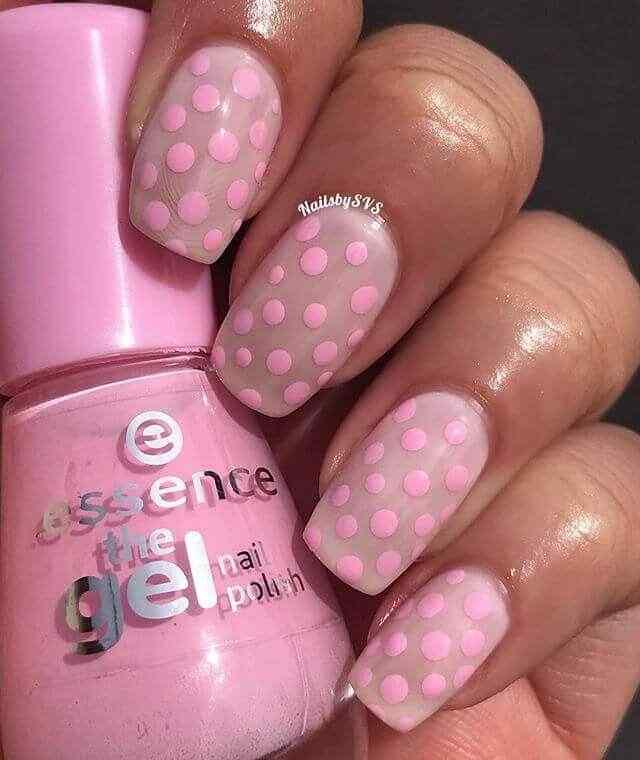 uñas rosa con puntos