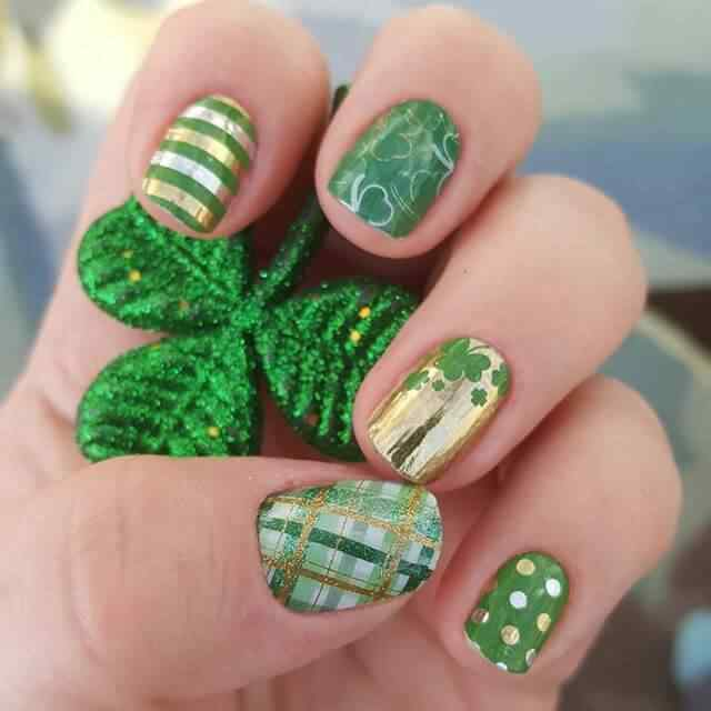 uñas verdes con lunares