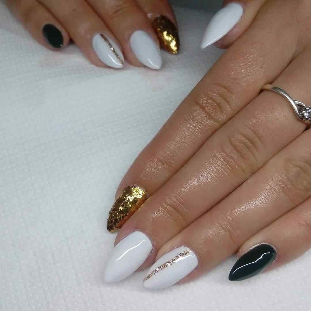 uñas blancas con dorado para novia