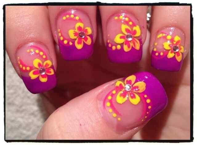 unas decoradas con flores (9)
