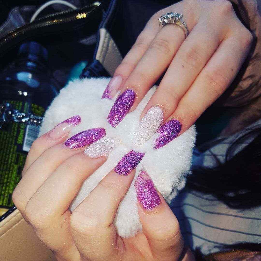 uñas decoradas purpura