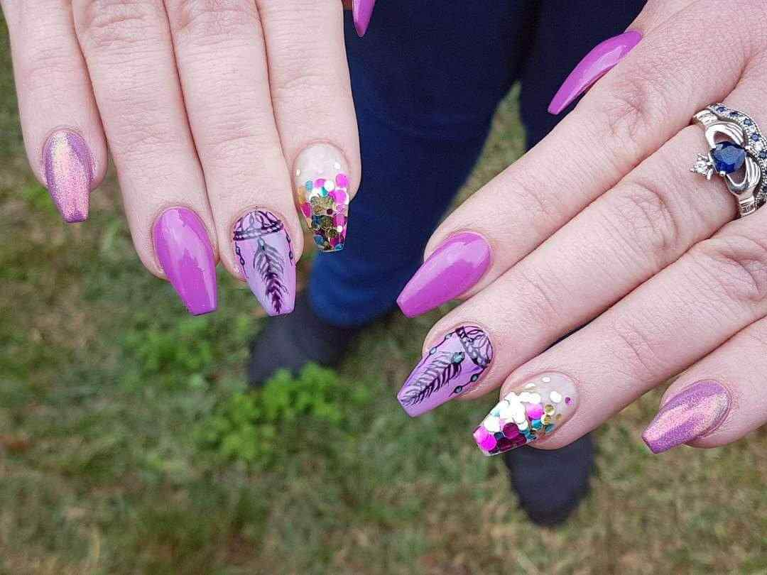 uñas decoradas purpura