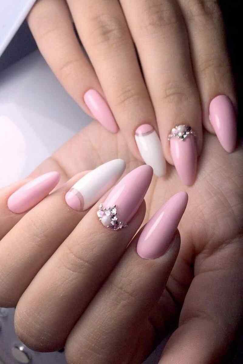 uñas para novia color rosa con pedreria