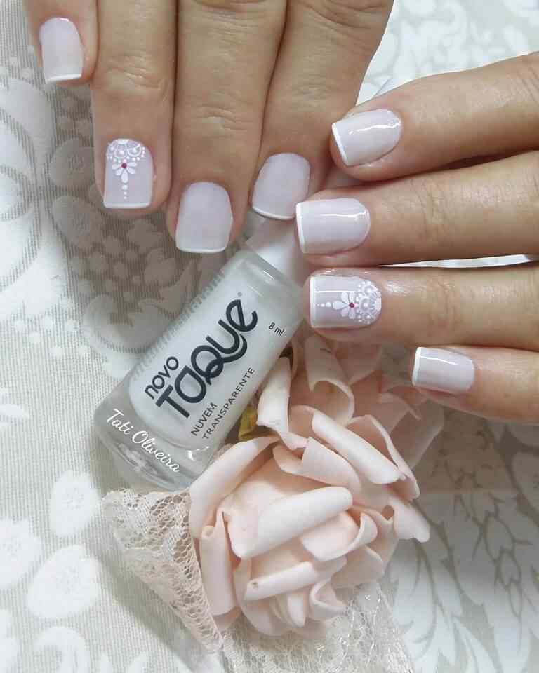 uñas para novias francesas cortas con flores