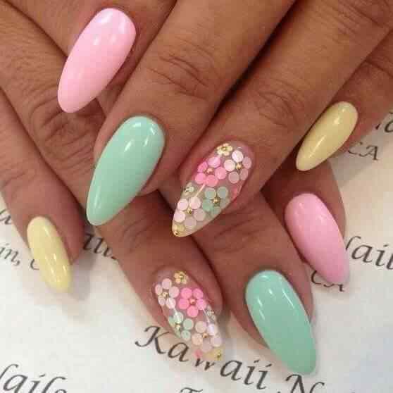 uñas pastel con flores