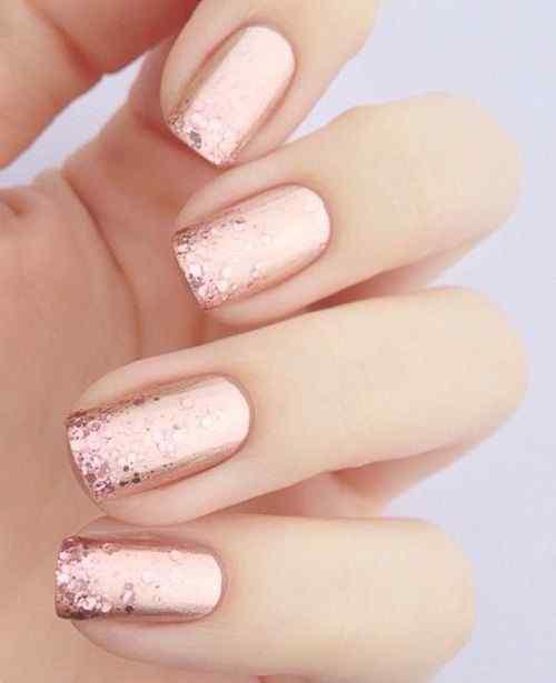 uñas rosa con glitter