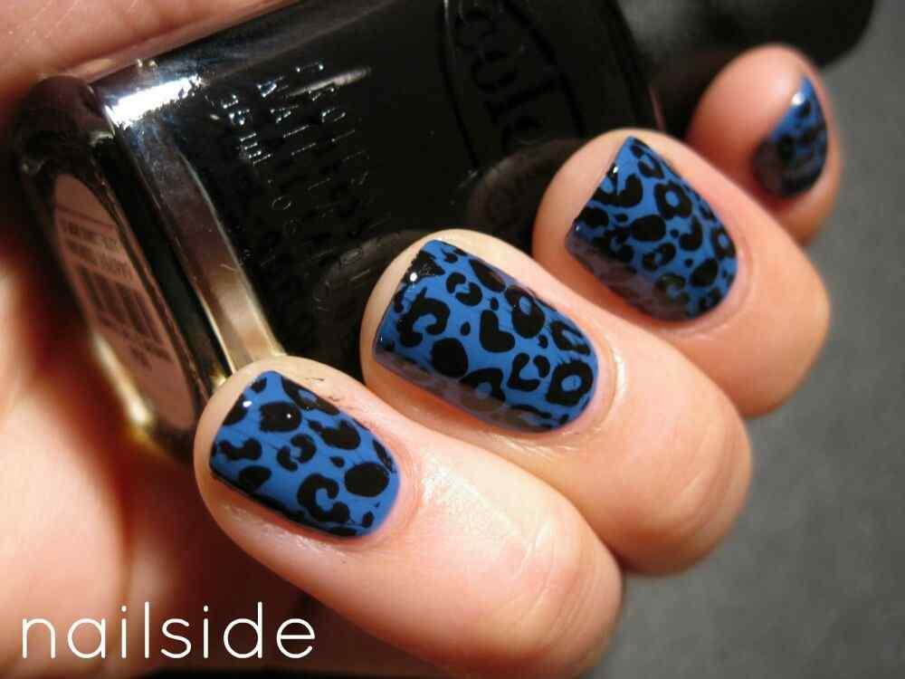 unas de color azul (1)