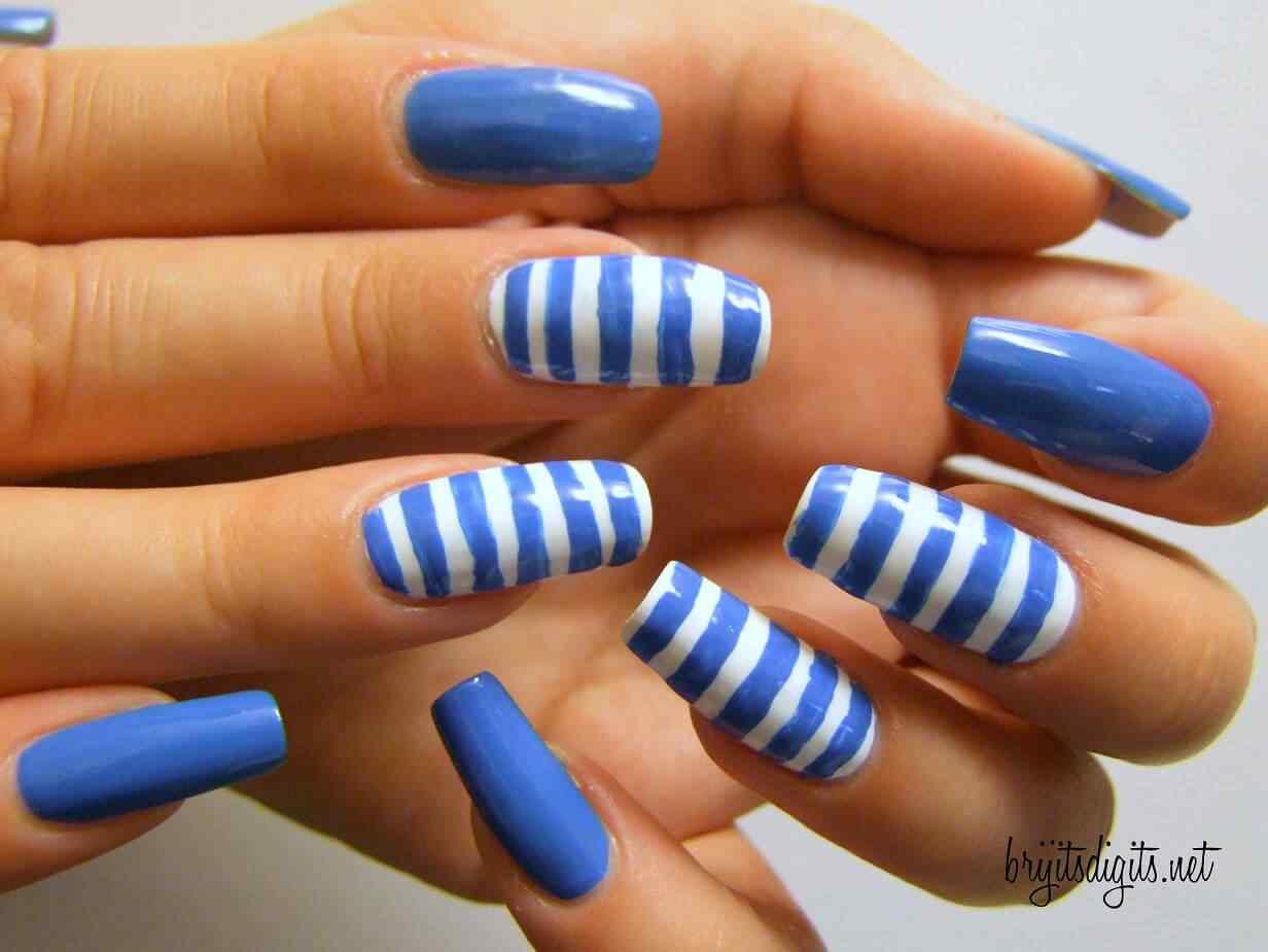 unas de color azul (10)