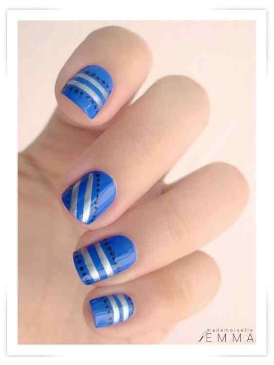 unas de color azul (3)