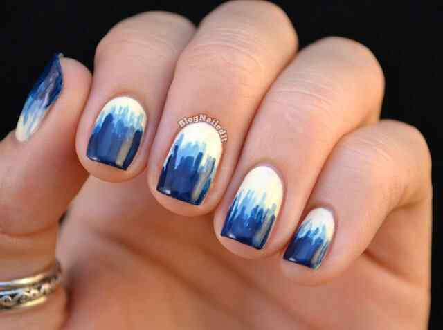 unas de color azul (4)