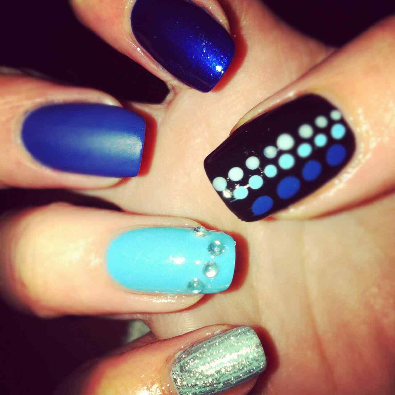 unas de color azul (5)