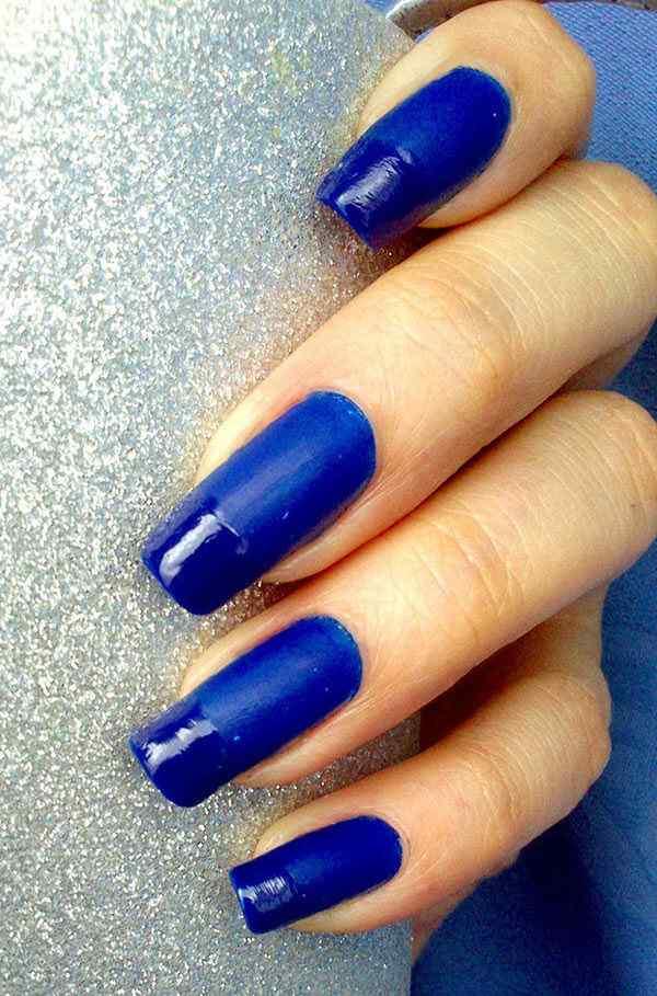 unas de color azul (6)