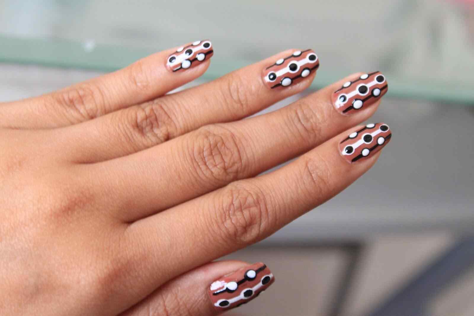 Brown nails (4)