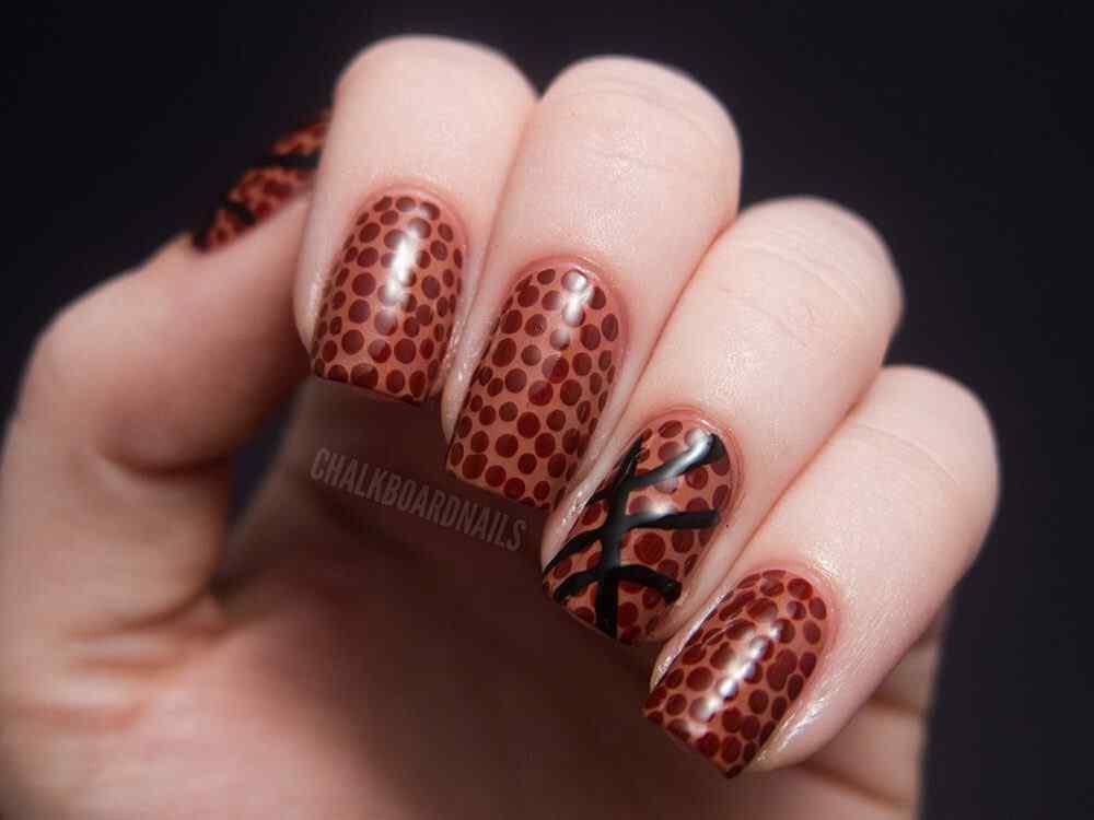 Brown nails (5)