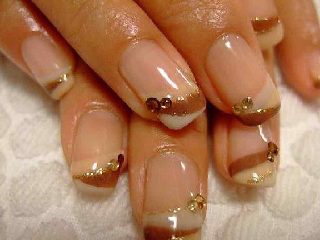 Brown nails (8)