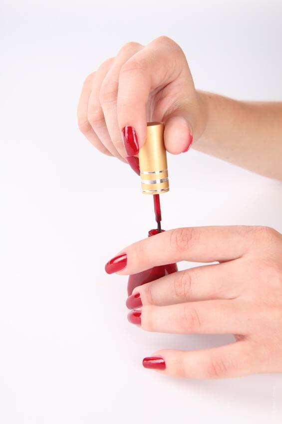 Como mantener el esmalte por mas tiempo en las uñas