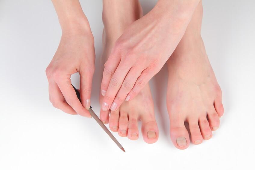 Los medios para el tratamiento del hongo entre los dedos