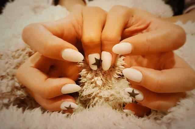 decoración de uñas converse