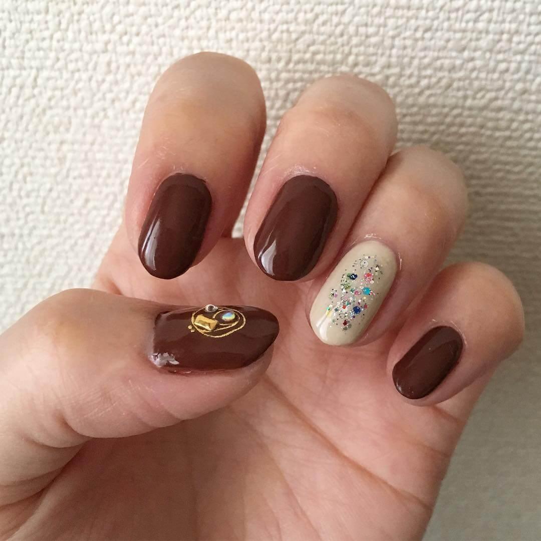 diseño de uñas color cafe