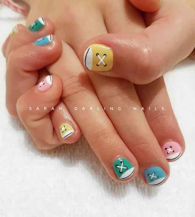 diseño uñas  converse colores