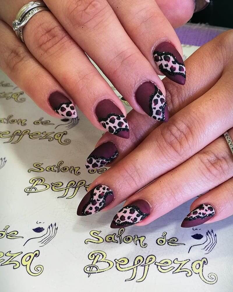 uñas cafe animal print
