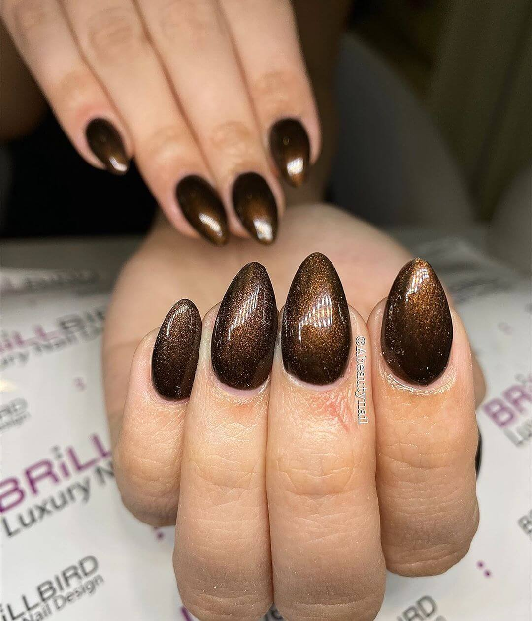 uñas color marron glitter