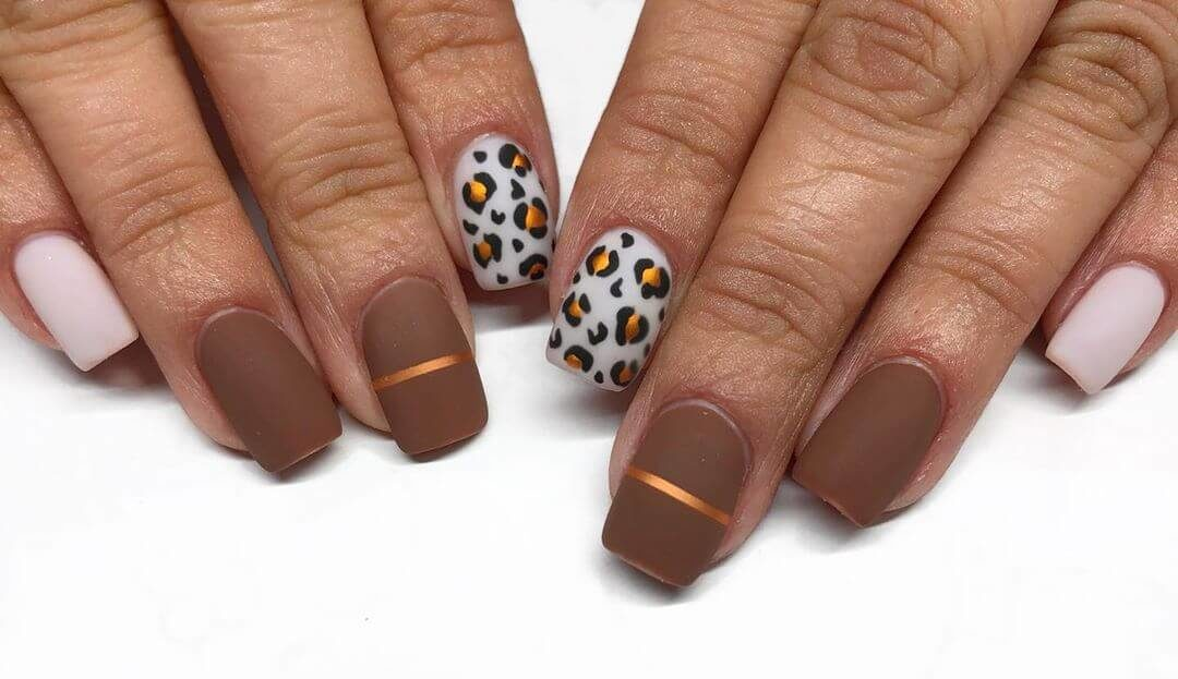 uñas marron animalprint