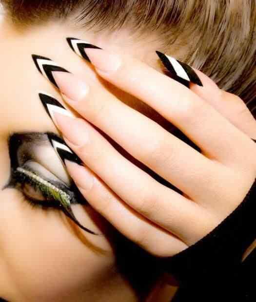 uñas largas blanco y negro
