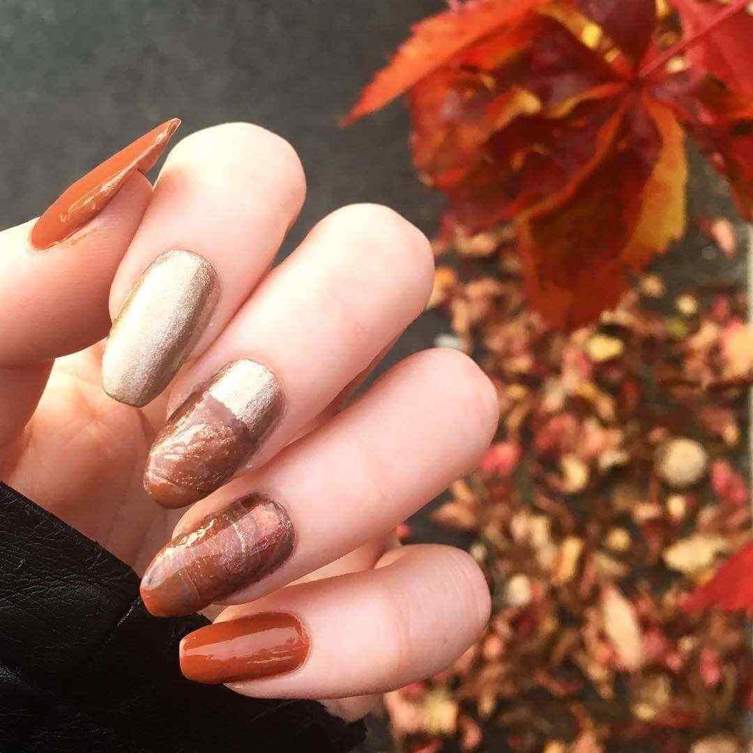 uñas largas color cobre
