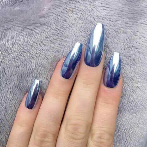 uñas largas metalizadas