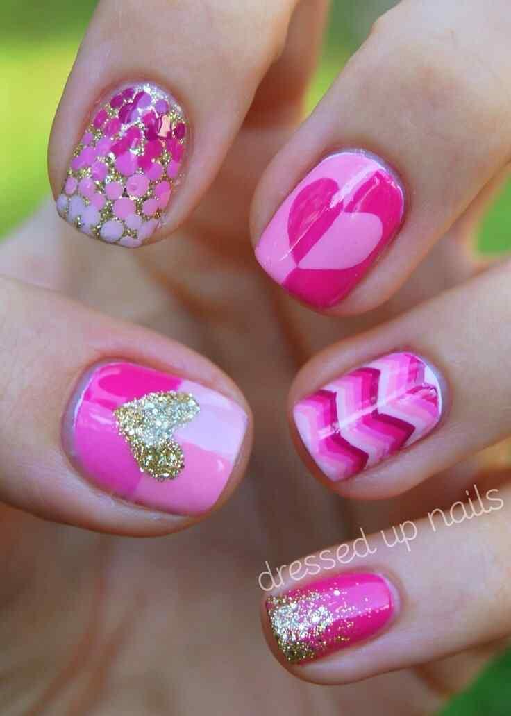 unas decoradas corazones rosa