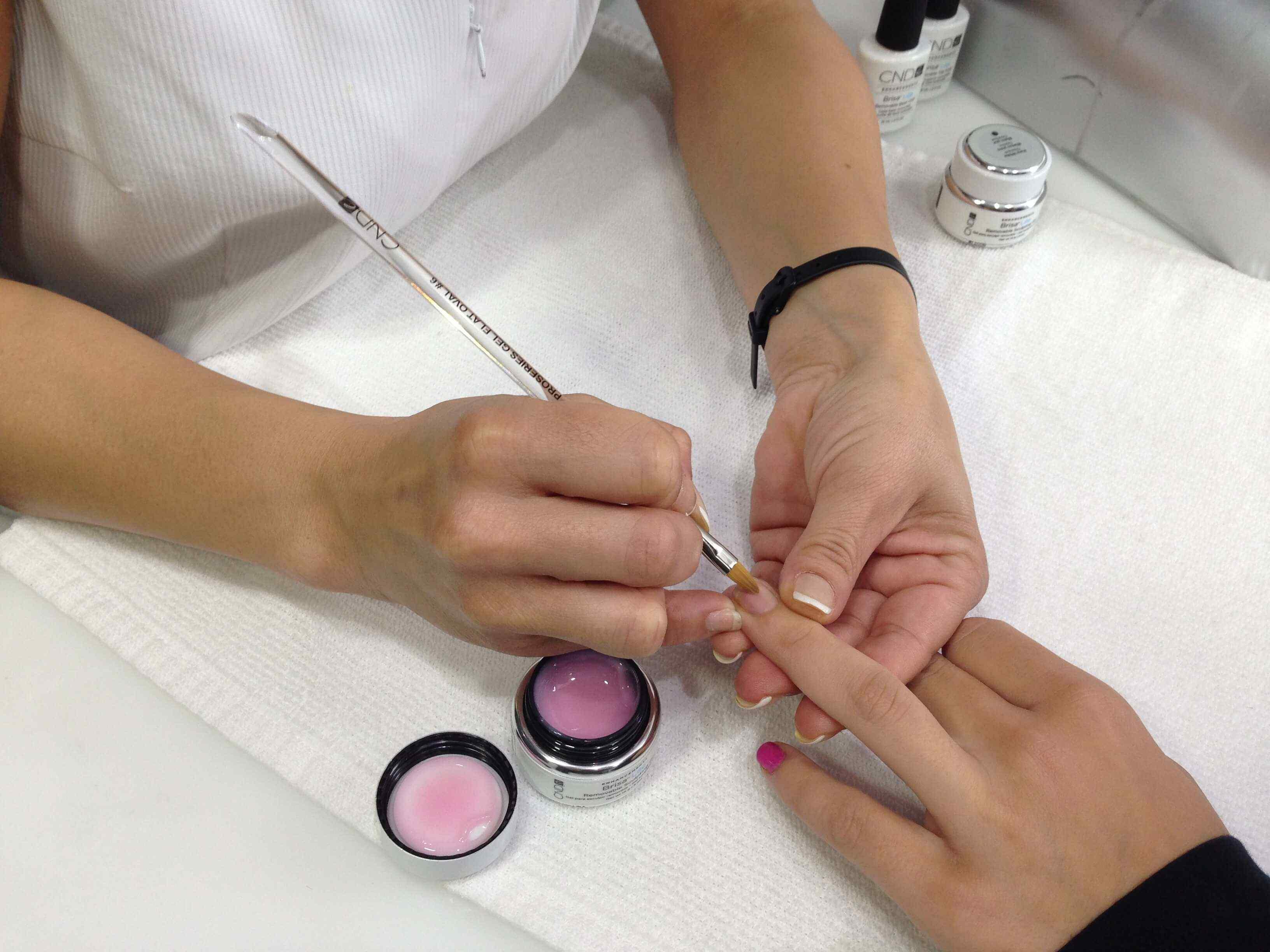 como cuidar las uñas de gel
