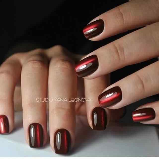 uñas de gel rojo rubi