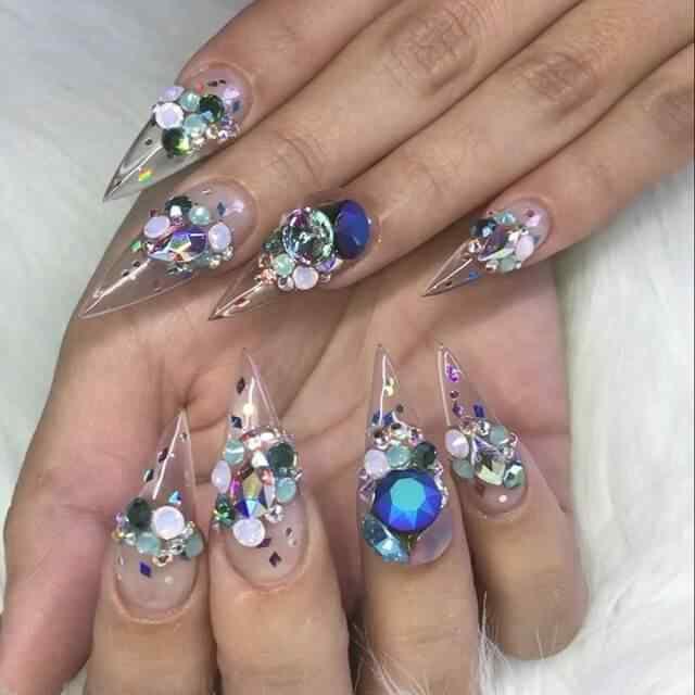 uñas de gel transparentes