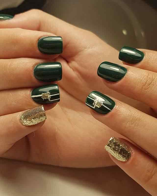 uñas de gel verde oscuro