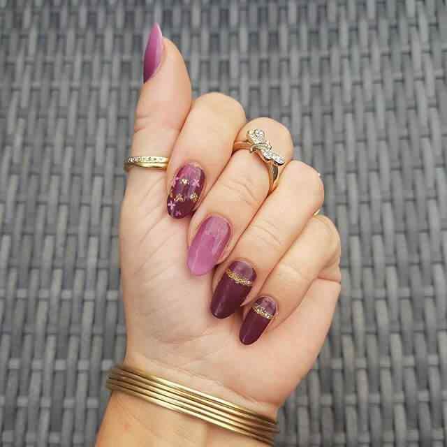 uñas de gel violeta