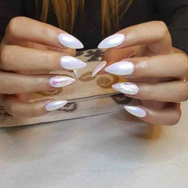 uñas de porcelana color perla