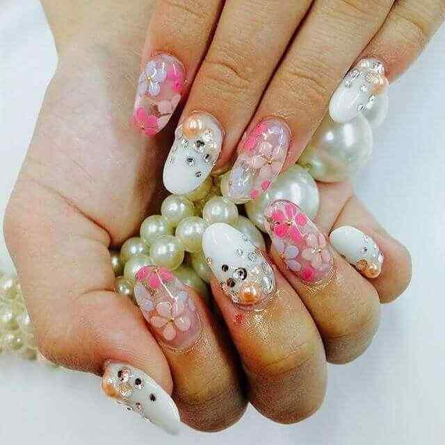 uñas de porcelana con flores