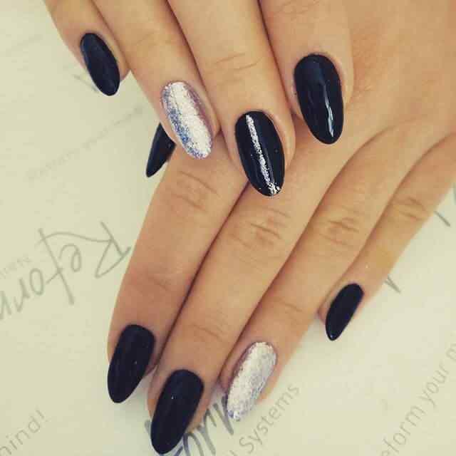uñas de porcelana negras y plateadas