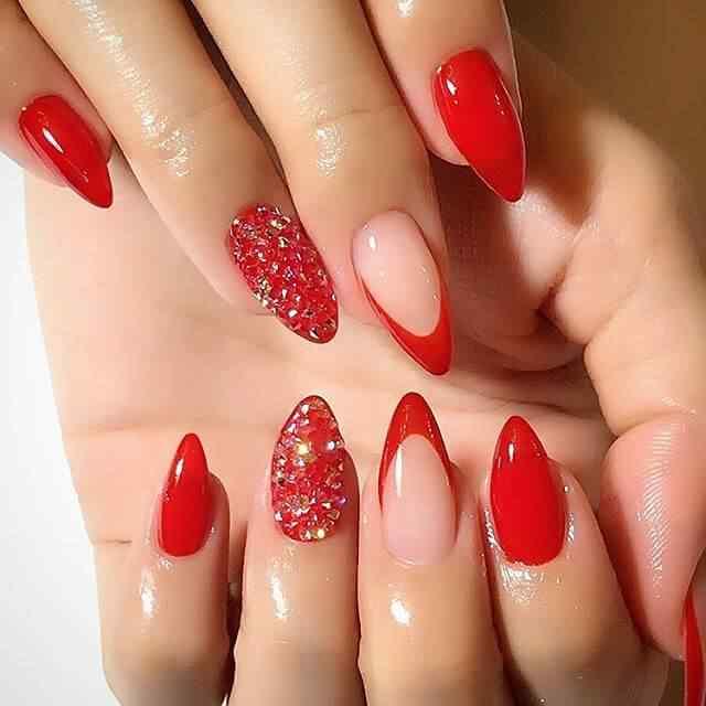 uñas de porcelana rojas