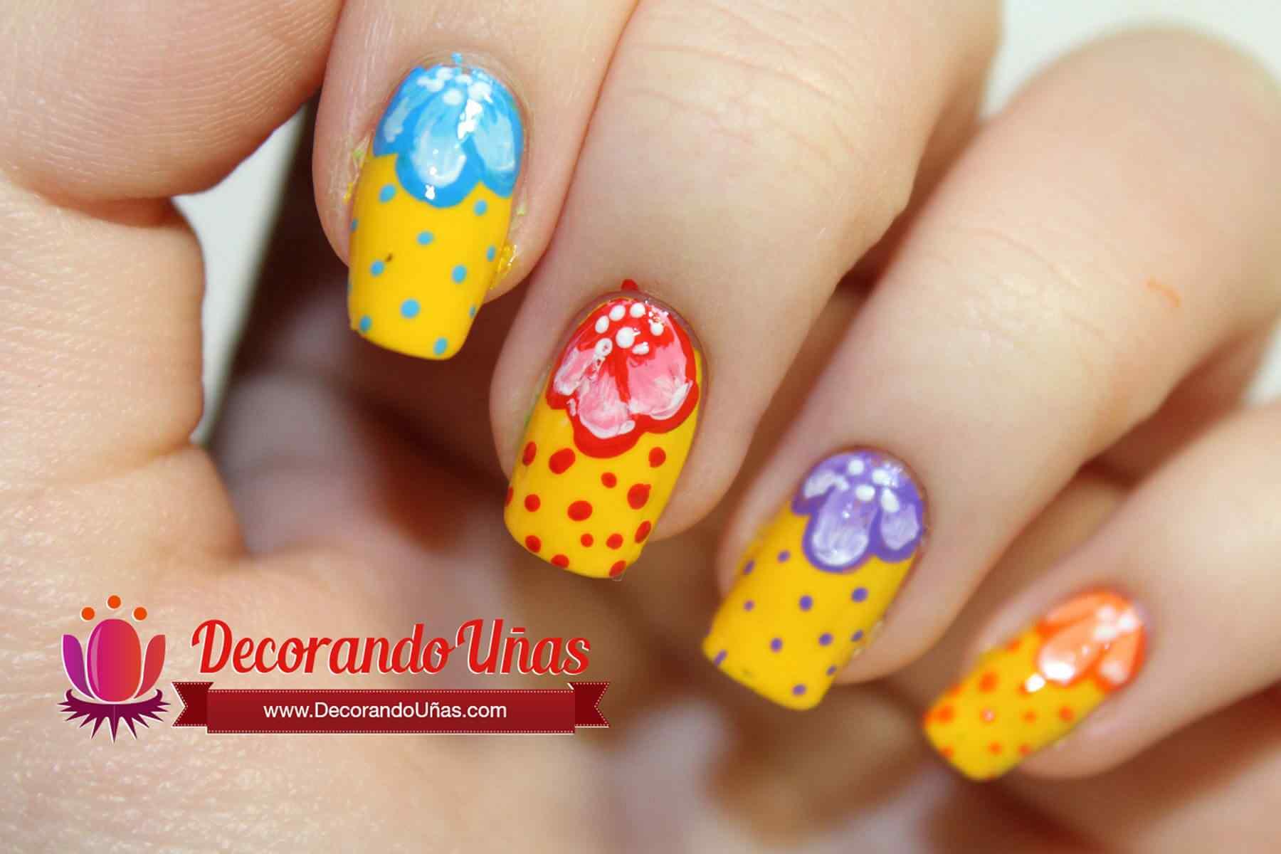 unas-en-colores-decoradas-con-flores