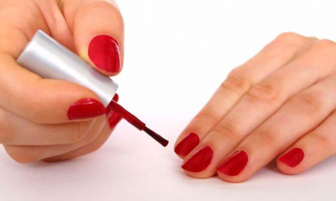 pintarse-las-uñas
